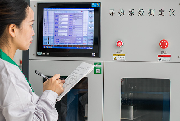 A-technical-worker-is-conducting-thermal-conductivity-test-on-our-XPS-foam-board