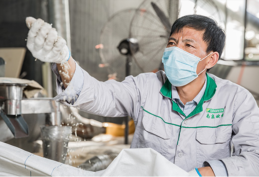 Our-workers-is-checking-raw-materials-for-XPS-foam-board-production