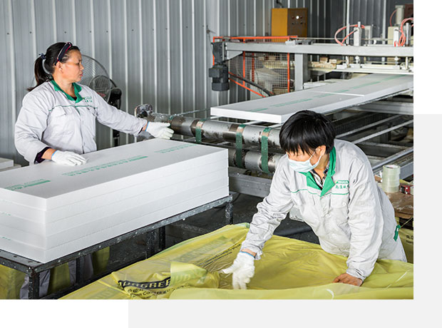 Our-workers-are-working-in-the-productive-XPS-production-lines